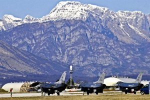 F-16 Fighting Falcons at Aviano in 2011, when USAF readiness was higher