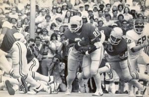 Texas great, Heisman winner Earl Campbell, who ran for the only TD in Texas' 1977 victory over OU (Longhorns 13-Sooners 6). Image courtesy of http://tomato-cans.blogspot.com/2012/10/renewing-red-river-rivalry.html