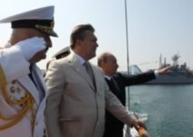 Putin reviewing warships in Sevastopol.  His navy heads for points south. (VOA image)
