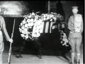 The Unknown Soldier from WWI laid out in the Capitol rotunda in 1921