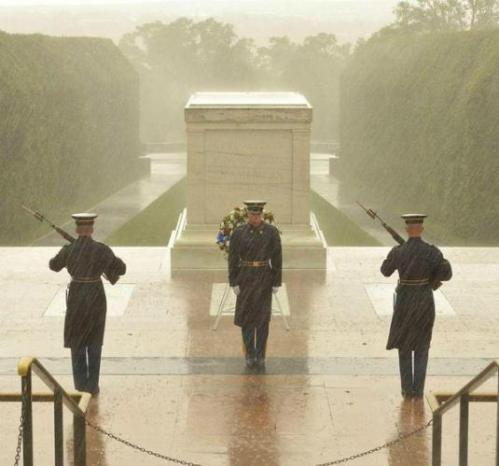 Sentinels at their post, Tomb of the Unknowns, 29 October 2012 (during Hurricane Sandy). Photo credit: Karin Markert/OldGuard/Facebook
