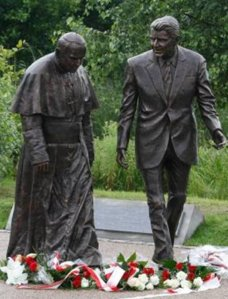 The statue of Pope John Paul II (Karol Woityla) and Ronald Reagan unveiled in July 2012 in Gdansk, Poland (Photo: Czarek Sokolowski, AP)