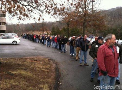 Citizens line up to register their guns, Dec 2013. (Photo credit: George Roelofson/WTNH via The Blaze)