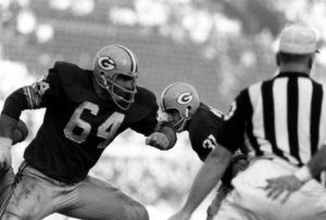 The one and only Jerry Kramer, Packer great OL, surges in Super Bow I (Jan 1967).  (Photo credit: Bill Ray, LIFE.com via http://www.vintag.es/2013/01/rare-photos-of-first-super-bowl-1967.html)