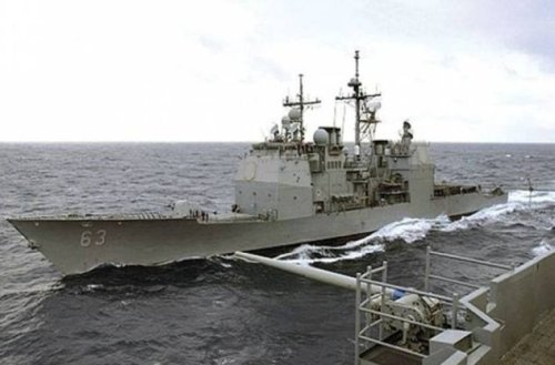 Cruiser USS Cowpens in a close encounter with an aggressively maneuvering Chinese warship, South China Sea, December 2013. (Photo credit: Chinese navy via The Nation (CH))