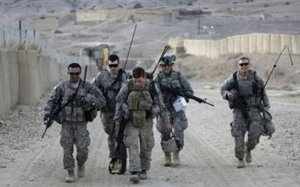 U.S. Army soldiers of 3/509 infantry 4BDE25ID Task Force Geronimo walk after a patrol at Paktika province, Afghanistan, November 12, 2009 (Image: Reuters, Bruno Domingos)
