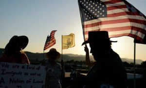 Protesters man their post in Murrieta, 4 July. (Image: SB Sun, Micah Escamilla)