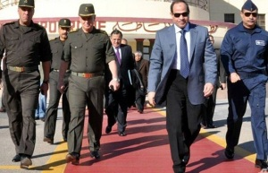 Like a boss. Abdul Fattah al-Sisi with military leaders in 2013. (Image: AFP via dtnews)