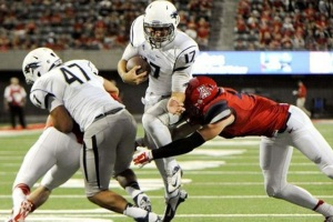 Nevada QB Cody Fajardo, leaping tall linebackers in the Arizona game, Sep 2013. (Image via The Football Educator)