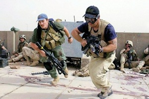 Private security contractors fight in Iraq in 2004. (Image via UK Telegraph)