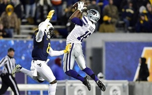 Kansas State WR Tyler Lockett does his thing in the Wildcats' 26-20 win over West Virginia. (Image via CBS Sports)