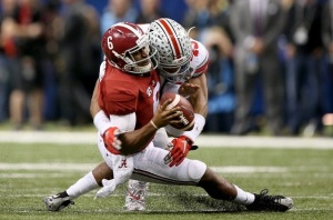 Sugar Bowl defensive MVP, Ohio State LB Darron Lee, does MVP stuff all over Tide QB Blake Sims. (Image: Chuck Cook, USA Today Sports via SI.com)