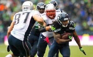 Seahawks CB Earl Thomas picks off Brady in Oct 2012, as Patriots TE Rob Gronkowski and OG Dan Connolly react. (Image: AP, Elaine Thompson via Football Central)