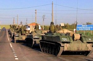 Russian military convoy near Ukrainian border, late 2014. (Image: CNN)