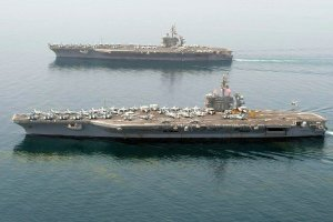 USS Theodore Roosevelt (foreground) and USS Carl Vinson (CVN-70) turn over in the Persian Gulf, 13 April 2015. (Image: USN, MC2 Scott Fenaroli)