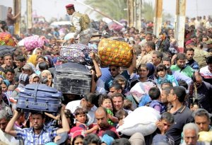Refugees from a fallen Ramadi clog the roadways outside Baghdad in May 2015. (Image: Corbis vis Newsweek)