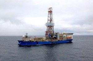 Shell-leased rig Noble Discoverer in the Chukchi Sea. (Image: Royal Dutch Shell via LAT)