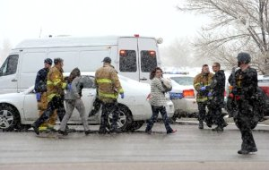 Emergency responders escort bystanders away from the active-shooter threat at the Centennial medical park on Friday, 27 Nov 2015. (Image: Colorado Springs Gazette)